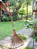 Jarní péče o zahradu a trávník
